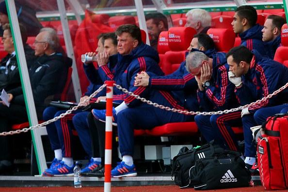 MU thua 0-2, HLV Van Gaal doi dien nguy co bi sa thai hinh anh 20