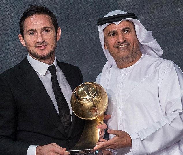 Messi duoc vinh danh cau thu xuat sac nam 2015 hinh anh 3