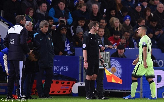 Man City can Leicester tro lai ngoi dau Premier League hinh anh 12