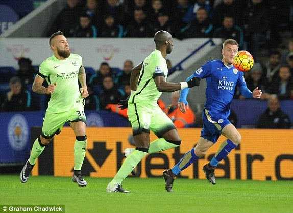 Man City can Leicester tro lai ngoi dau Premier League hinh anh 3