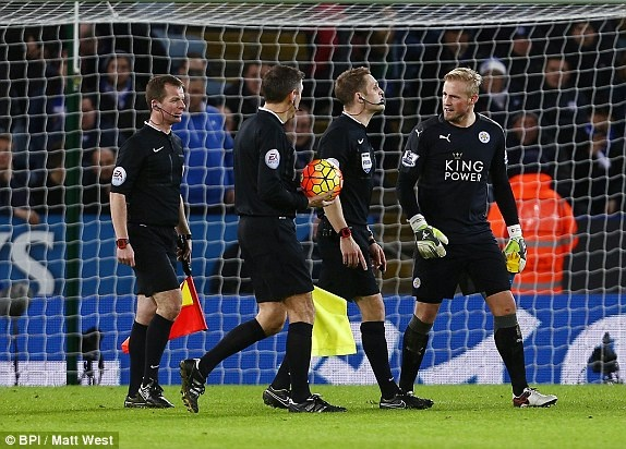 Man City can Leicester tro lai ngoi dau Premier League hinh anh 7