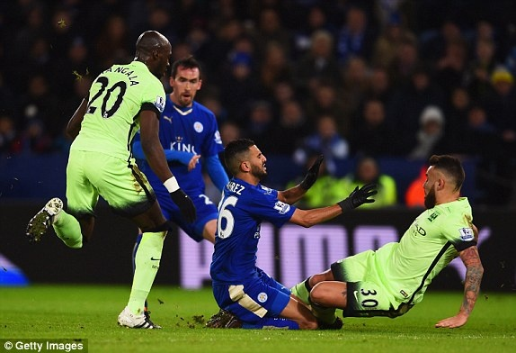 Man City can Leicester tro lai ngoi dau Premier League hinh anh 8