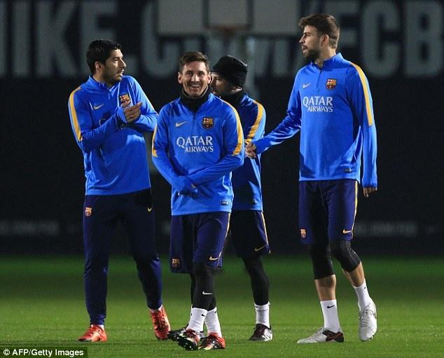 Messi xo hang Suarez o buoi tap dau nam 2016 hinh anh 3