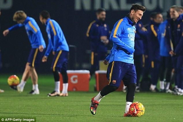 Messi xo hang Suarez o buoi tap dau nam 2016 hinh anh 1