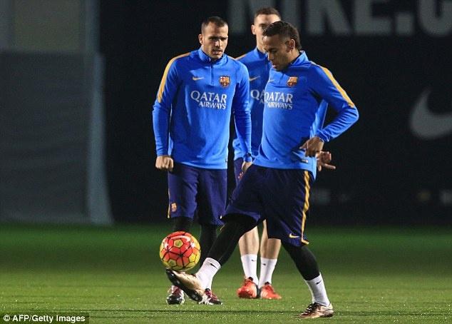 Messi xo hang Suarez o buoi tap dau nam 2016 hinh anh 5