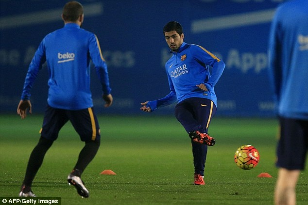 Messi xo hang Suarez o buoi tap dau nam 2016 hinh anh 6