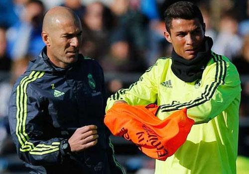 Zidane su dung doi hinh nao o Real? hinh anh