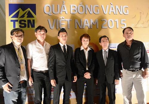 Qua bong Vang 2015: Khong co lai hay hon hinh anh