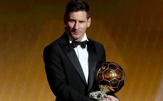Messi gianh Qua bong vang FIFA 2015 hinh anh