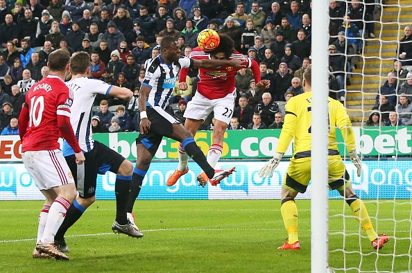 Newcastle 3-3 MU: Quy do mat diem phut 90 du dan truoc 2 ban hinh anh 2
