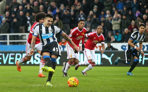 Newcastle 3-3 MU: Quy do mat diem phut 90 du dan truoc 2 ban hinh anh 10