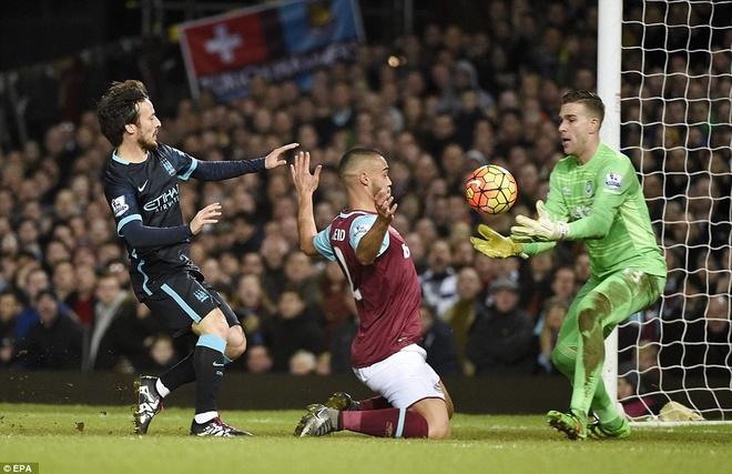 Aguero lap cu dup giup Man City thoat thua West Ham hinh anh 6