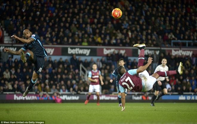 Aguero lap cu dup giup Man City thoat thua West Ham hinh anh 7