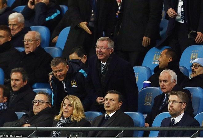 Trong tai mac sai lam, Man City vao chung ket League Cup hinh anh 1