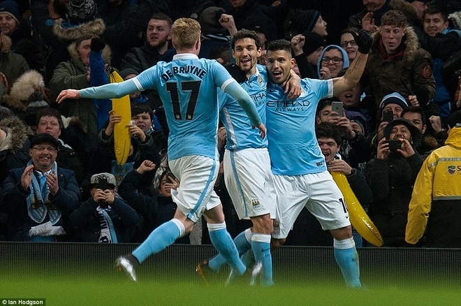 Trong tai mac sai lam, Man City vao chung ket League Cup hinh anh 10