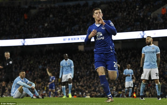 Trong tai mac sai lam, Man City vao chung ket League Cup hinh anh 3
