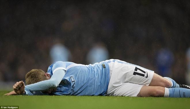 Trong tai mac sai lam, Man City vao chung ket League Cup hinh anh 6