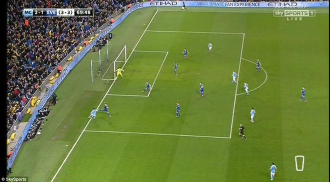 Trong tai mac sai lam, Man City vao chung ket League Cup hinh anh 8