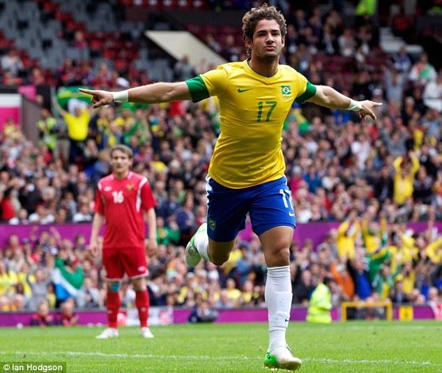 Pato hanh phuc khi ra mat o Chelsea hinh anh 9