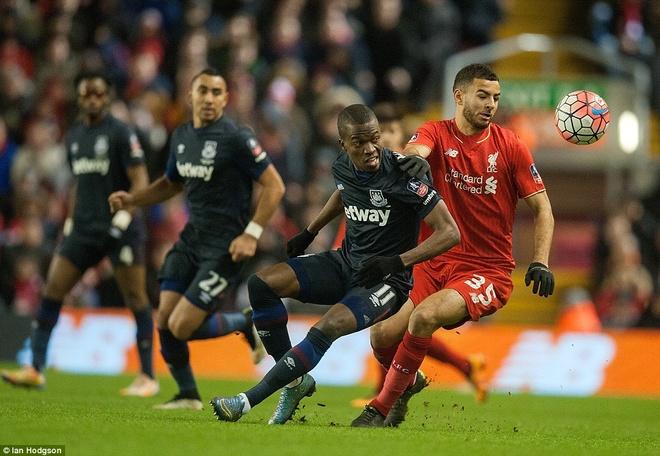 Benteke dut diem toi, Liverpool phai da lai o FA Cup hinh anh 3