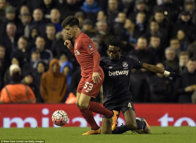 Benteke dut diem toi, Liverpool phai da lai o FA Cup hinh anh 11
