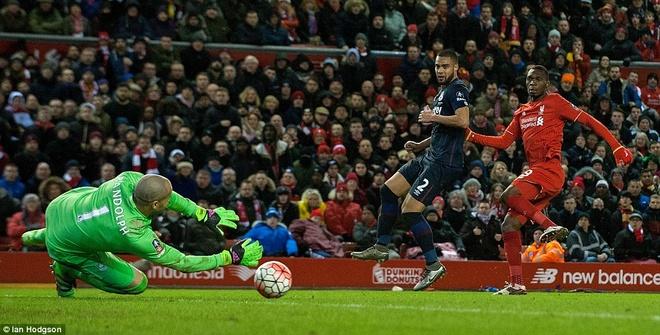 Benteke dut diem toi, Liverpool phai da lai o FA Cup hinh anh 12