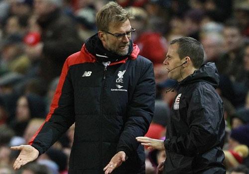 Benteke dut diem toi, Liverpool phai da lai o FA Cup hinh anh