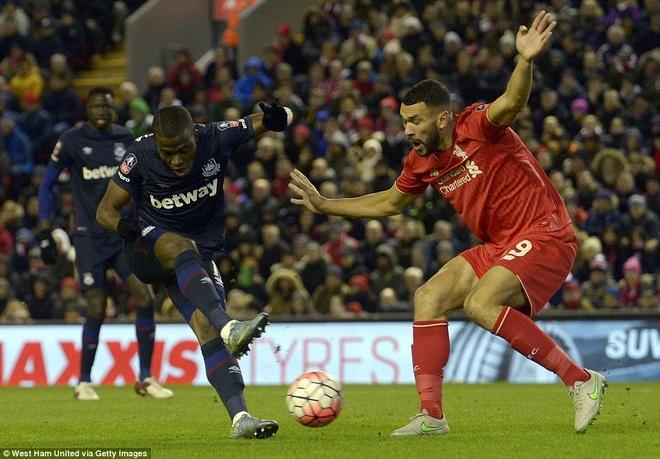 Benteke dut diem toi, Liverpool phai da lai o FA Cup hinh anh 4