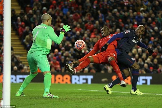Benteke dut diem toi, Liverpool phai da lai o FA Cup hinh anh 6