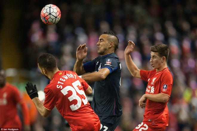 Benteke dut diem toi, Liverpool phai da lai o FA Cup hinh anh 8