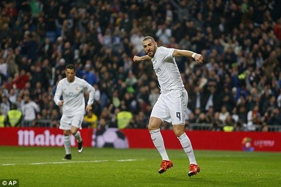 Ronaldo lap hat-trick giup Real co tran thang 6-0 hinh anh 1