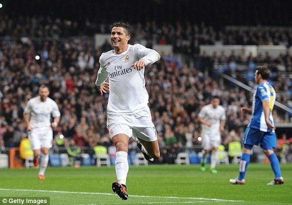 Ronaldo lap hat-trick giup Real co tran thang 6-0 hinh anh 2