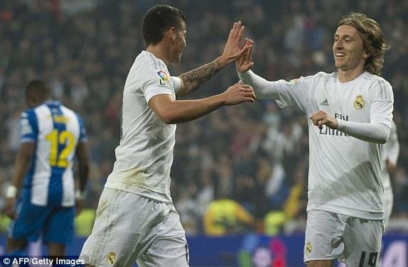 Ronaldo lap hat-trick giup Real co tran thang 6-0 hinh anh 3