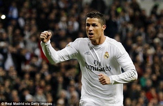 Ronaldo lap hat-trick giup Real co tran thang 6-0 hinh anh 4