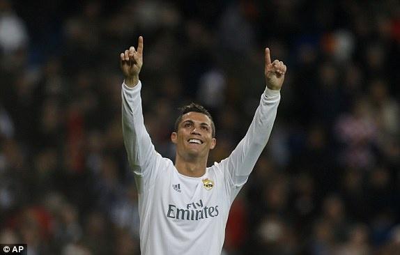 Ronaldo lap hat-trick giup Real co tran thang 6-0 hinh anh 7