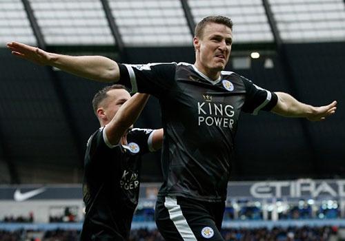 Aguero ghi ban, Man City van thua Leicester 1-3 hinh anh