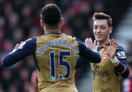 Diem tin mung 1 Tet: Arsenal phai thang Leicester hinh anh