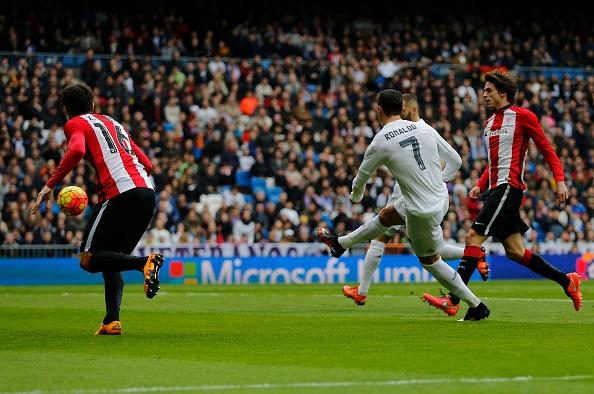 Ronaldo lap cu dup, Real vuon len thu 2 sau Barca hinh anh 2