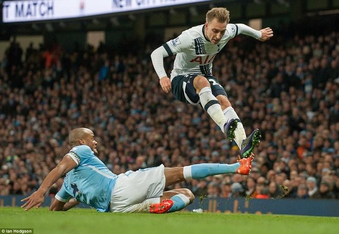 Thua Tottenham 1-2, Man City hut hoi trong top 4 hinh anh 2