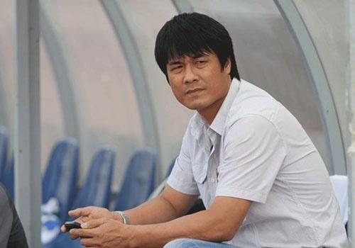HLV Nguyen Huu Thang nhan loi dan dat DTVN hinh anh