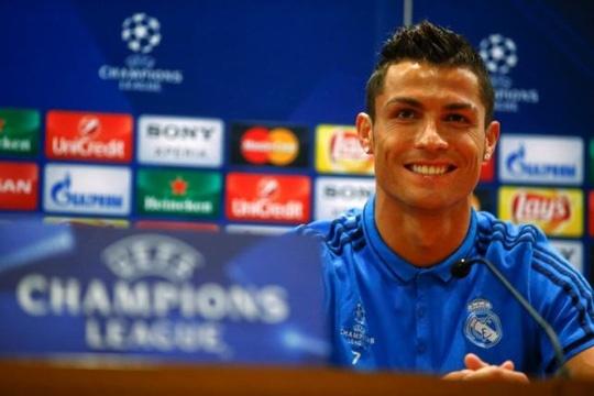 Ronaldo bo hop bao khi phong vien nhac den bo ba Barca hinh anh 1