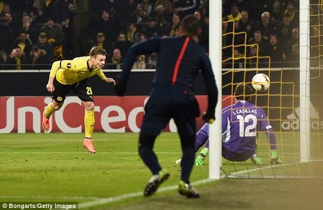 Dortmund ghi 2 ban vao luoi Casillas sau 19 cu sut hinh anh 3