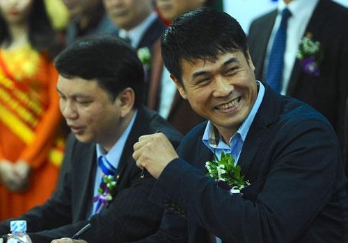 HLV Huu Thang: 'Gioi nhu Mourinho con bi sa thai nua la toi' hinh anh