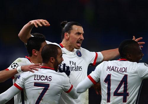 Ibrahimovic giup PSG loai Chelsea khoi Champions League hinh anh