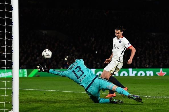 Ibrahimovic giup PSG loai Chelsea khoi Champions League hinh anh 13