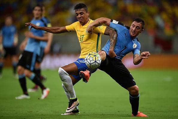 Suarez giup Uruguay thoat hiem truoc Brazil hinh anh 1
