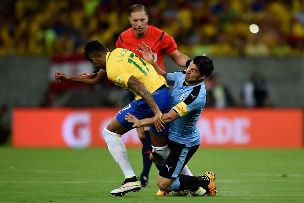 Suarez giup Uruguay thoat hiem truoc Brazil hinh anh 4