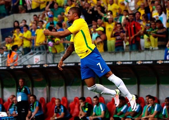 Suarez giup Uruguay thoat hiem truoc Brazil hinh anh 3