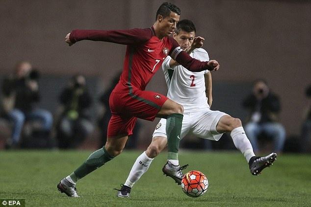 Ronaldo sut hong penalty khien DT Bo Dao Nha thua Bulgaria hinh anh 2