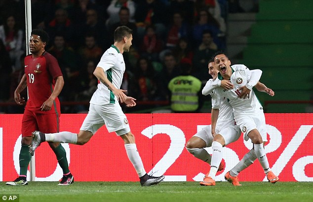 Ronaldo sut hong penalty khien DT Bo Dao Nha thua Bulgaria hinh anh 4